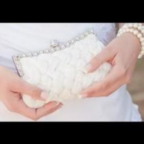 Младоженецът надникна случайно в чантата на булката и веднага отказа да се ожени за нея-Ето какво се случи!