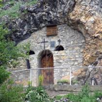 Скалният параклис, където светица още помага и върши чудеса за хората, които искрено вярват-Ето къде се намира!