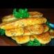 1 яйце, 3 лъжици брашно и след точно 15 минути тези горещи сиренки са на масата, готови да ги хапнеш сладко-сладко: