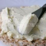 Всяка сутрин си мажа филийките с него, домашно крема сирене, неповторимо на вкус