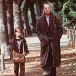 Помните ли малкото момченце от Шесто чувство? Няма шанс да го разпознаете днес (снимки)