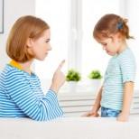 Мнението на майка, която не уважава възрастните и учи децата си на това