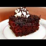 Най-сочният шоколадов сладкиш Дама Пика - пухкаво тесто, пропито с вкусен сос и мнооого шоколад!