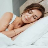 Разберете защо никога не трябва да спите с две възглавници