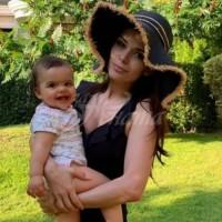 Преслава кара невръстната си дъщеря да прави упражнения