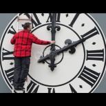 Не забравяй да преместиш часовника тази нощ - сменяме времето!