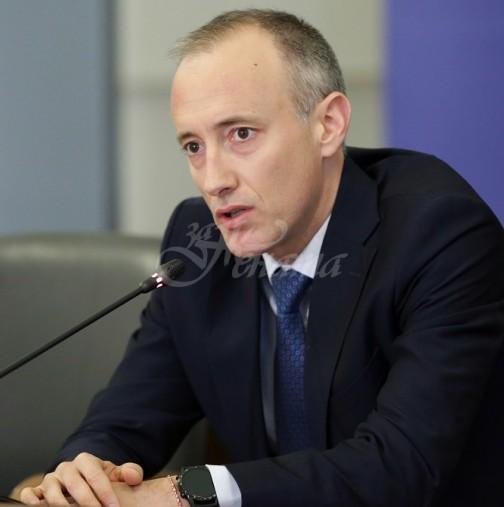 Министър Вълчев обяви кога учениците преминават към дистанционно обучение