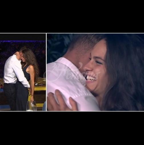"""След еротичния танц Даяна и Петър от """"Фермата"""" се мушнаха заедно под завивките (Снимки):"""