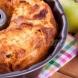Ябълков кекс- 3 ябълки и 3 яйца и по 9 лъжици брашно,захар и олио, няма как да сбъркаш схемата