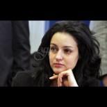 Помните ли красивата депутатка Калина Крумова? Днес няма шанс да я познаете! (Снимки):