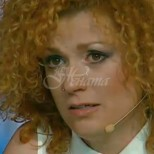 Люси Дяковска не спира да плаче за майка си