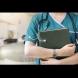 Лекарка с визия на модел е на първа линия във ВМА и \