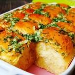 Никой не поглежда хляб вкъщи, откакто ги глезя с тези чеснови питки - то не бе пухено тесто, то не бе аромат!
