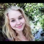 Красавица с руси къдрици не ми косата си с шампоан цели 2 години - ето резултата днес (Снимки):