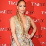 """Фенове съсипаха модната икона Дженифър Лопес - """"Какво стана със стила ѝ? Прилича на лека жена!"""" (Снимки):"""