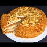 Домашна торта с вкус на меденка и пухкав ванилов крем - лека, пухкава и божествена! Не спираш до последната трошичка: