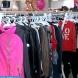 Измамници продават мръсни, изпокъсани дрехи втора ръка като нови-Видео