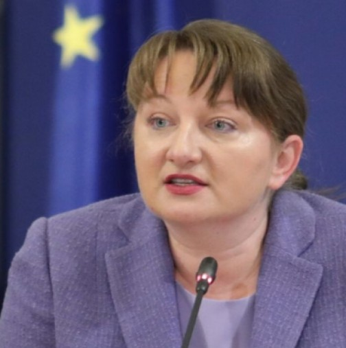 Министър Сачева-Минимална заплата от 1200 лв.