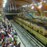 Депутати пристигнаха в парламента с метрото-Снимка