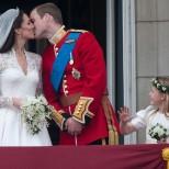Ето какво се случва днес, 10 години след известната снимка с шаферките от сватбата на Уилям и Кейт-Снимка