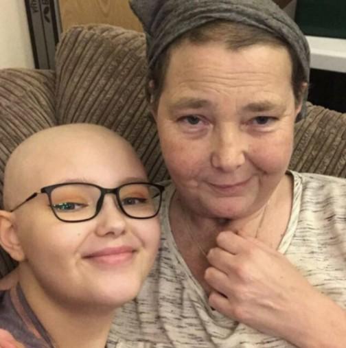 Майка и дъщеря се борят с рак-Парченца от тумора са изпратени по целия свят за  проучване преди 18-ия рожден ден