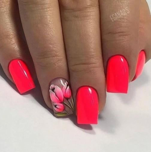 Пролетни маникюри с много цветя, стил и красота (Галерия)