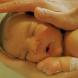 Това видео ви оставя без думи! Едно уникално къпане на бебе !