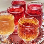 Ягодов ликьор за топлите дни, взимайте половинка ягоди и си направете още днес
