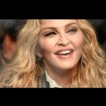 62-годишната Мадона се окепази от корекции - талия на оса и пластмасово лице (Снимки):
