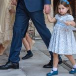 Принцеса Шарлот - Пълна двойничка на кралица Елизабет-Направо са като близначки на детските снимки, поставени една до друга