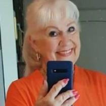 Тази пенсионерка разби всички стереотипи и показа как трябва да се облича една жена над 70 (снимки)