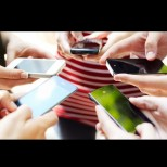 5 места, където НИКОГА не бива да държите мобилния телефон - съсипвате и него, и здравето си:
