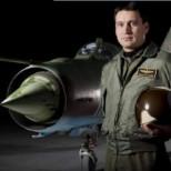 Вдовицата на загиналия пилот избухна с гневен пост: