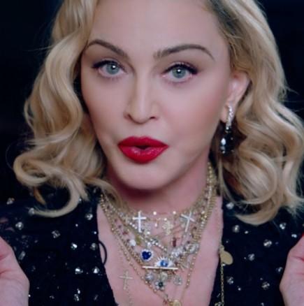 Мадона отново провокира със снимка от банята по бельо на тези години