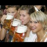 Всички пием ледена бира в жегата - най голямата ни грешка! Ето колко е пагубно: