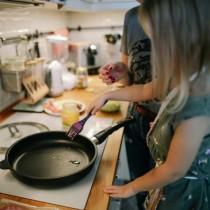 Пет вида домакински съдове, с които се ТРОВИМ, а всички ги използваме в кухнята!