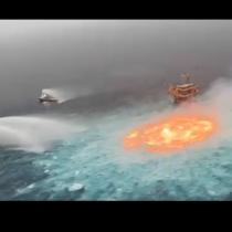 ЗЛОВЕЩА гледка: Океанът пламна след апокалиптична експлозия - вижте огненото око (Снимки)