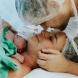 Бебе ЧУДО се роди на 4 юли: нямате представа какво е имало в ръчичката си при раждането! /СНИМКА/