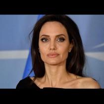 Анджелина Джоли стресна феновете с крака на скелет - вижте колко е отслабнала (Снимки):
