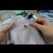 Как да зашиеш дупка на дрехата с невидим шев, без да личи (Видео):