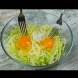 Нарязвам половинка зеле на ивички, чуквам 2 яйца и ядем на корем през ден!