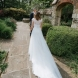 Бъдеща булка откри тайно послание, написано на бележка и прикрепено към булчинската рокля