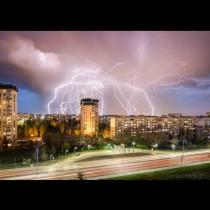Страшна гръмотевична буря раздра небето над София, взе млада жертва: