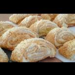 Просто навивам, нарязвам и пека: Простички пръхкави сладки, божествени на вкус!