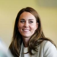 Елегантната Кейт Мидълтън отново на работа (Снимки):