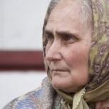 Бабата седеше сама в студената къща и плачеше, думите на дъщеря й звучаха в ушите ѝ-Вече не беше нужна на никого!