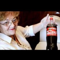 Съседката леля Надка ми показа страшен трик: Изсипваш бутилка Кока-кола в казанчето и после само гледай!