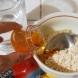 Премахване на черни точки и акне с домашна рецепта от овесени ядки, мед и лук