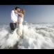 Снимки от сватбите на една двойка в над 50 страни