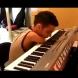 Вдъхновяващо: Момче без ръце свири на пиано - Видео за за силата на духа и желанието.